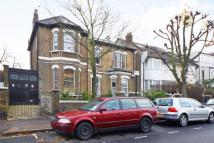 Flat in Endlesham Road, Balham...
