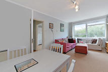 Apartment to rent in Weir Road, Balham SW12