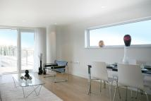 2 bed Flat to rent in Station Approach, Epsom...