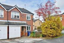 3 bedroom semi detached property in Holt Crescent...
