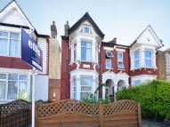 Flat to rent in Chaplin Road, Wembley...