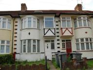 Flat to rent in Elms Court, Wembley...