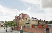Flat to rent in Horn Lane, North Acton...