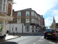 Flat to rent in Grove Road, Eastbourne...