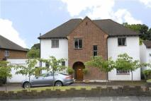 4 bed Detached house in Garden Road, Bromley...