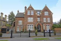 6 bedroom Detached home in Grasmere Road, Bromley...