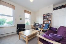 Flat to rent in Garfield Road, Wimbledon...