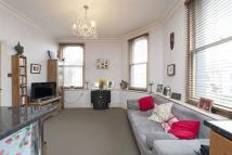 Flat to rent in Honeywell Road...