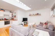 Apartment to rent in Queenstown Road, London