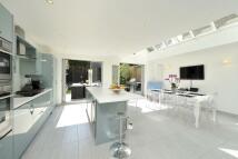 4 bedroom Terraced home in Broomwood Road, London