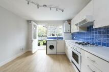 2 bedroom Ground Maisonette in Lavender Sweep...