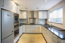 Flat to rent in Layfield Road, Hendon...