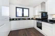 Flat to rent in Pinnacle Tower...