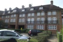 Apartment in Heathview Court...