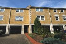 2 bedroom property to rent in Vicarage Drive...