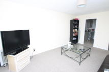Flat to rent in Copers Cope Road...