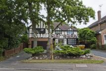 5 bedroom Detached house in Tomswood Road, Chigwell...