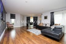 2 bed Apartment in Manor Road, Chigwell, IG7