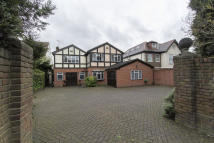 5 bed Detached property to rent in Manor Road, Chigwell, IG7