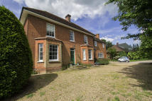 6 bed Detached home in London Road...