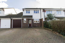 4 bed semi detached house in Morgan Way, Chigwell, IG8