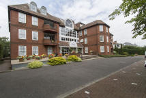 Apartment to rent in Manor Road, Chigwell, IG7