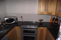Flat to rent in Greenslade Road...