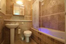 Apartment to rent in Lansdowne Road, Purley...