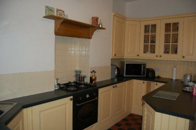5 HR - Kitchen_640x425