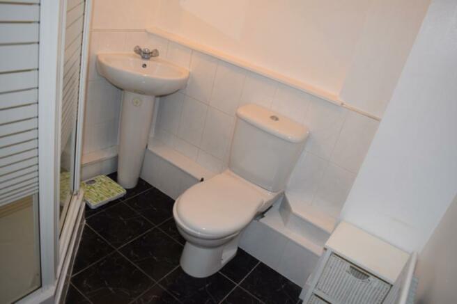 Boyd Orr Bathroom