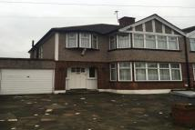 3 bed house to rent in Crundale Avenue...