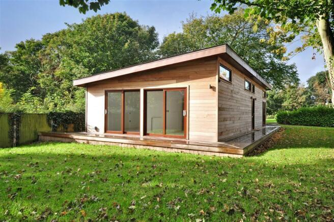 2 bedroom bungalow for sale in royal esplanade ramsgate kent ct11