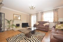 4 bed Detached home in The Broadway...