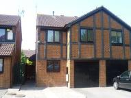 3 bedroom semi detached house to rent in Wood Piece Close...