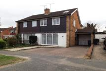 4 bed semi detached house to rent in Addlestone