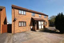 2 bed home to rent in Oliver Close, Addlestone...