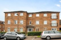 Flat to rent in Brady Drive, Bickley...