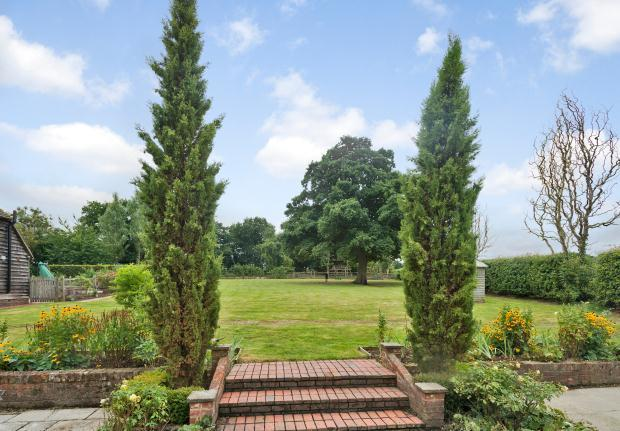 7 bedroom detached house for sale in stonehouse lane - Horsham swimming pool opening times ...
