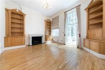 2 bed property to rent in Palace Court...