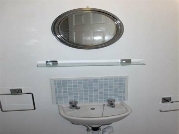 Bedroom 3 - en-suite 2