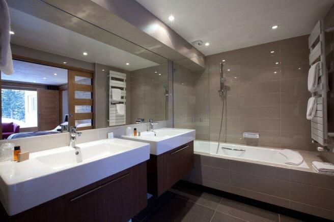 Combloux Bathroom
