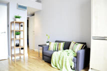 Studio flat to rent in Linden Gardens, London...