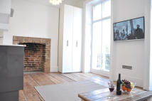 Studio flat in Gloucester Place, London...