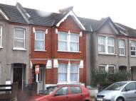 Ground Maisonette in Southcroft Road, London...