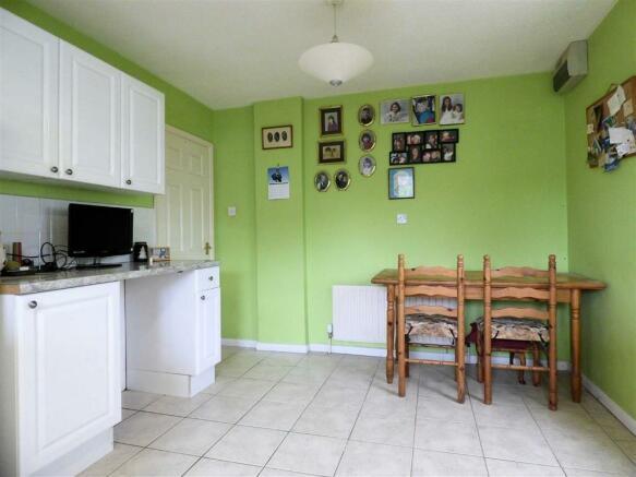 Kitchen (2nd Pic)