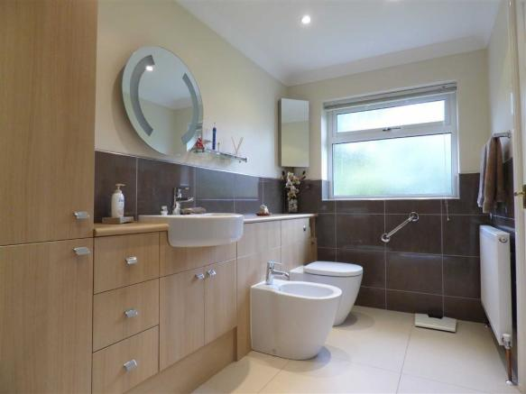 Ensuite (2nd pic)