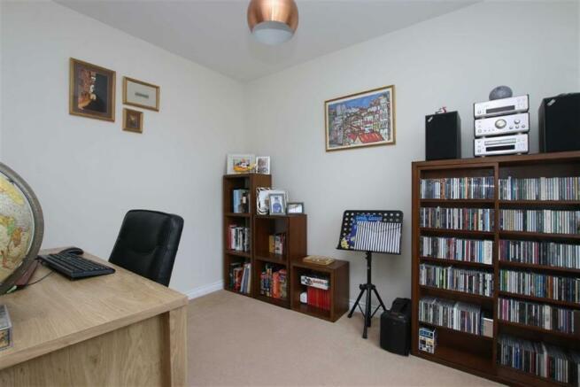 Office / Bedroom 5