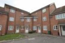 Flat to rent in Hubbards Close...