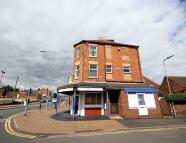 Flat in Winstanley Road...