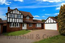 5 bed Detached property in Frosty Hollow...